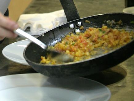 בייבי דניס על תבשיל אורז