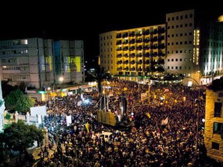 """מאות אלפים בכיכר המדינה בת""""א (צילום: חדשות 2, AP,  עודד קרני, mako)"""