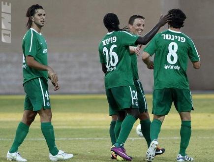 שחקני חיפה חוגגים באצטדיון החדש בעכו (יוסי ציפקיס) (öéìåí: מערכת ONE)