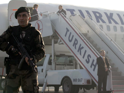 מטוס טורקיש אירליינס. מגרשים את הישראלים (צילום: רויטרס)