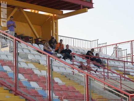 """אצטדיון הברפלד. יארח את מכבי ת""""א (ליאור טימור) (öéìåí: מערכת ONE)"""