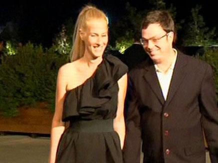 """ד""""ר אילן רבינוביץ' ובת זוגו, אתמול בחתונה (צילום: חדשות 2)"""