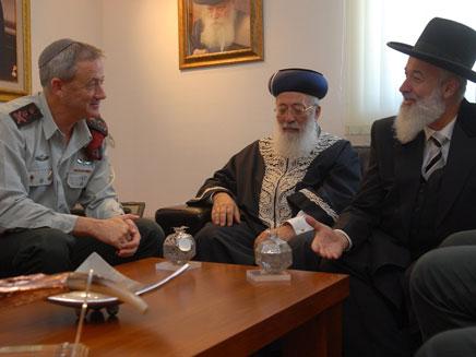"""הרמטכ""""ל ושני הרבנים הראשיים (צילום: דובר צה""""ל)"""
