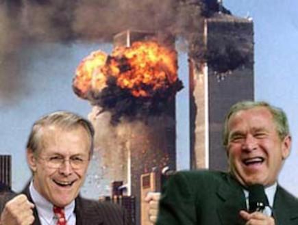 ג'ורג' בוש ודונלד ראמספלד צוחקים על רקע התאומים (צילום: צילום מסך)