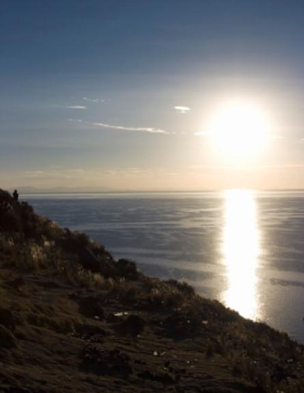 שקיעה מעל אגם טיטיקקה (צילום: istockphoto)