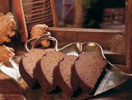עוגת תמרים מהירה (צילום: קופסת המתכונים ראש השנה, הוצאת מודן)
