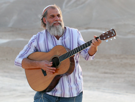 יהודה כץ פרומו גיטרה (צילום: נועם שרון)