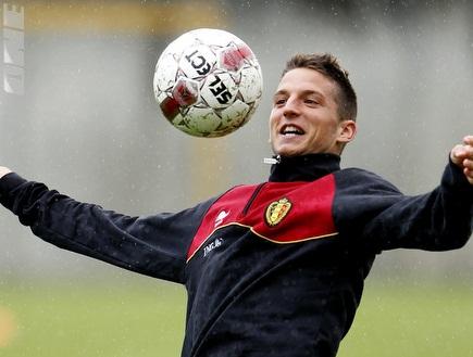 מרטנס במדי נבחרת בלגיה. נהנה מכל רגע (רויטרס) (צילום: מערכת ONE)