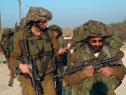 """חיילי מילואים במבצע עופרת יצוקה  (צילום: איתי כהן, אתר צה""""ל)"""