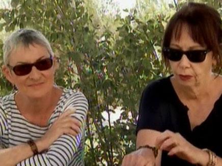 נשים נגד תיאטרון בקרית ארבע (צילום: חדשות 2)