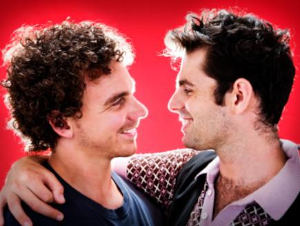 זוג גברים מביטים בעיניים (צילום: Don Bayley, Istock)