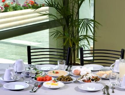 ארוחת בוקר קראון פלזה ירושלים (צילום: האתר הרשמי)