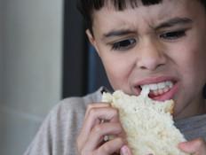 ילד רעב (יח``צ: עדי רם)