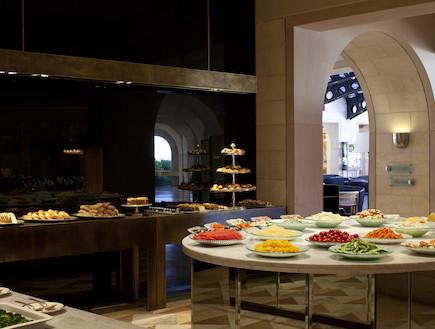 ארוחת בוקר במלון מצודת דויד (יח``צ: האתר הרשמי)