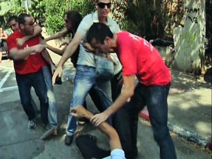 קטטה אלימה בקלפי (צילום: חדשות 2)