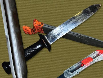 """סכין קומנדו (צילום: עיתון """"במחנה"""")"""
