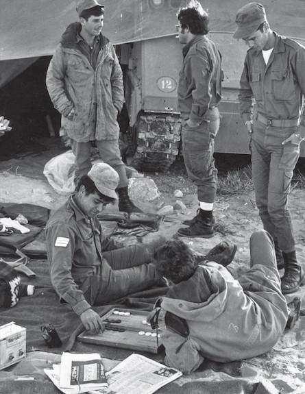"""שש בש (צילום: עיתון """"במחנה"""")"""
