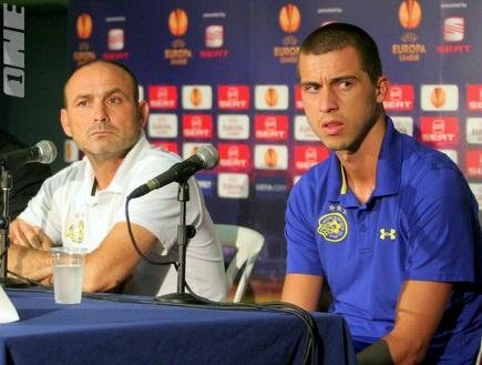 איווניר ומדוניאנין במסיבת העיתונאים (יניב גונן) (צילום: מערכת ONE)