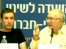 איציק שמולי עם פרופ' טרכטנברג (צילום: חדשות 2)