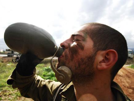 """שותה (צילום: דובר צה""""ל, אתר צה""""ל)"""