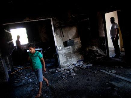 המסגד השרוף בטובא זנגריה. חשוד שלישי (צילום: רויטרס)