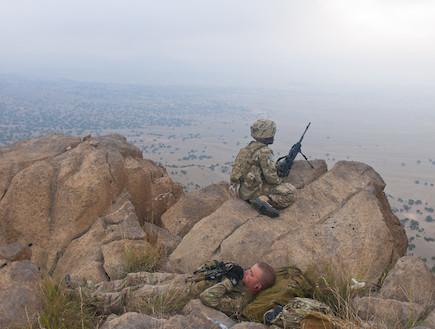 חייל אמריקאי תופס תנומה (צילום: צבא ארצות הברית)