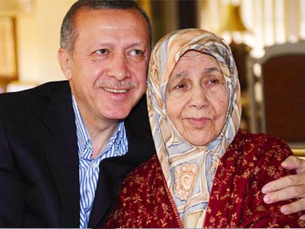 ארדואן ואמו. אבל כבד בטורקיה