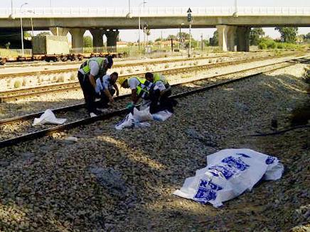 גופה על פסי רכבת (צילום: חדשות 2)