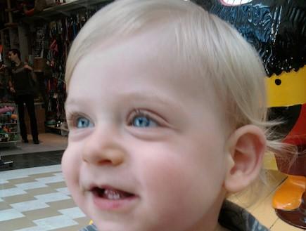 אבישי התינוק - מאירה ברנע (צילום: תומר ושחר צלמים)