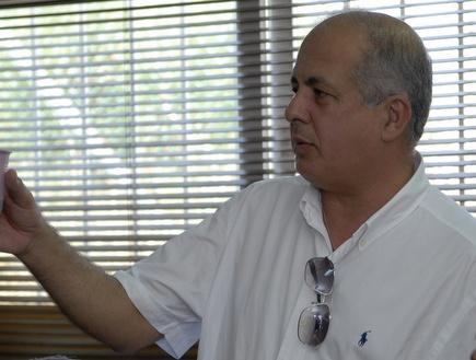 אבי לוזון (אלעד ירקון) (צילום: מערכת ONE)