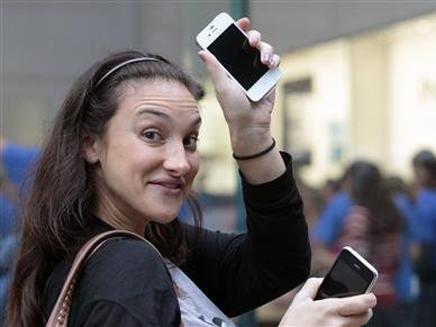 טירוף אייפונים בניו יורק (צילום: חדשות 2)