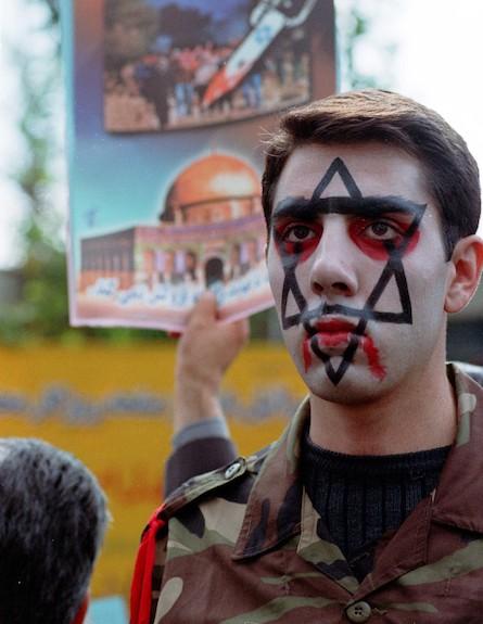 חייל איראני משתתף במחאה אנטי ישראלית