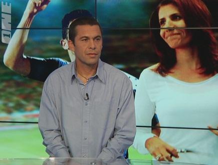 גיא לוי באולפן הספורט בערוץ ONE (צילום: מערכת ONE)