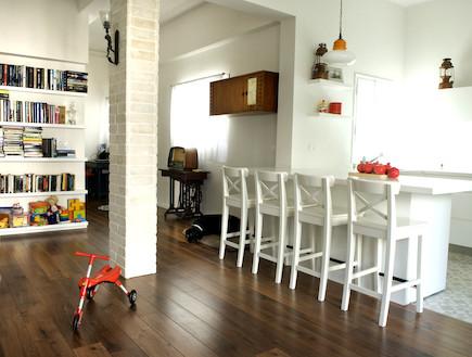 סלון ומבט למטבח אחרי שיפוץ - אוריין קאנטי (צילום: עמרי מירון)