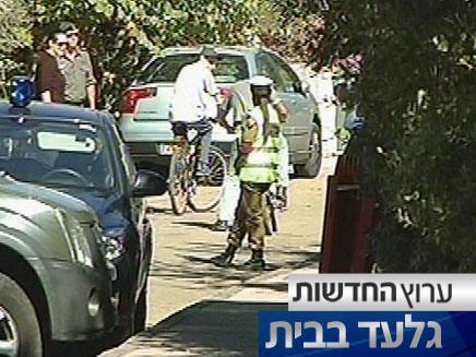 גלעד רוכב על אופניו במצפה הילה (צילום: חדשות 2)