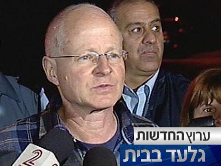 נועם שליט במסיבת עיתונאים (צילום: חדשות 2)