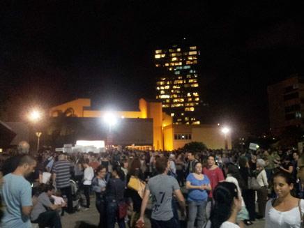 הפגנת הרופאים והסטודנטים, אמש (צילום: אורן דותן)