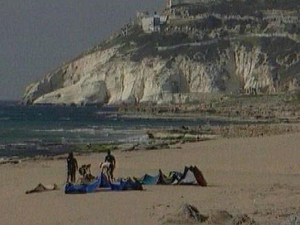 רצועת חוף בצת. תישאר בחיים (צילום: חדשות 2)