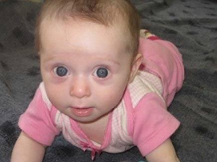 התינוקת. מתפללים לשלומה (צילום: חדרי חרדים)