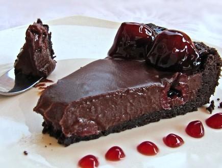 טארט שוקולד ודובדבנים 2 (צילום: דליה מאיר, קסמים מתוקים)