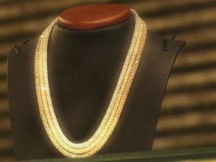 שרשרת זהב כתבת משפחת מוסאיוף (צילום: חדשות 2)