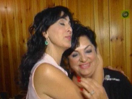 הזמרת ריטה מוציאה דיסק לדש בפרסית ושרה יחד עם אמה (צילום: חדשות 2)