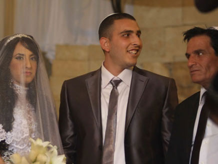 אביתר בובליל ביום חתונתו עם אביו יוסי (צילום: אלעד דיין ,MAKO)