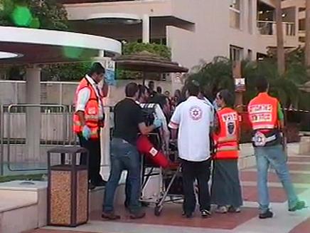 פרגולה נפלה במלון מרידיאן באילת, נער בן 18 מת (צילום: חדשות 2)