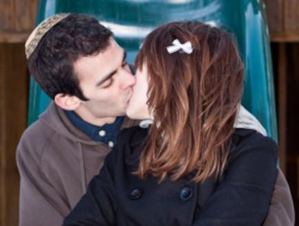 דתיים מתנשקים (צילום: istockphoto)