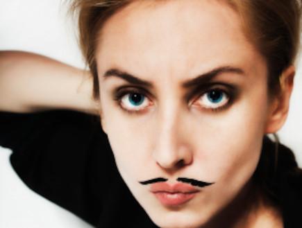 אישה עם שפם (צילום: korionov, Istock)