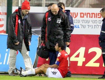 אילוז הפצוע מקבל טיפול (משה חרמון) (צילום: מערכת ONE)