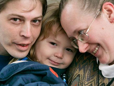 ההורים עם הבן אדולף היטלר. ארכיון (צילום: AP)