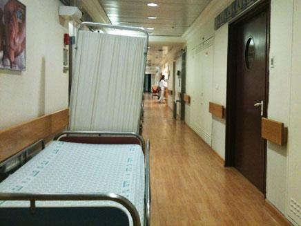 מחלקת יולדות בית חולים הדסה עין כרם, רופאים אחות (צילום: חדשות 2)