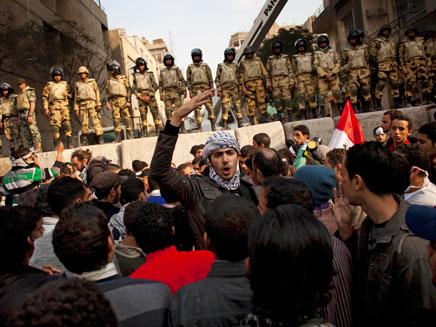 שוב: יום שישי אלים בקהיר (צילום: AP)